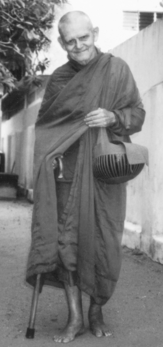 Ven. Nyanavimala walking near Siri Vajiraramaya