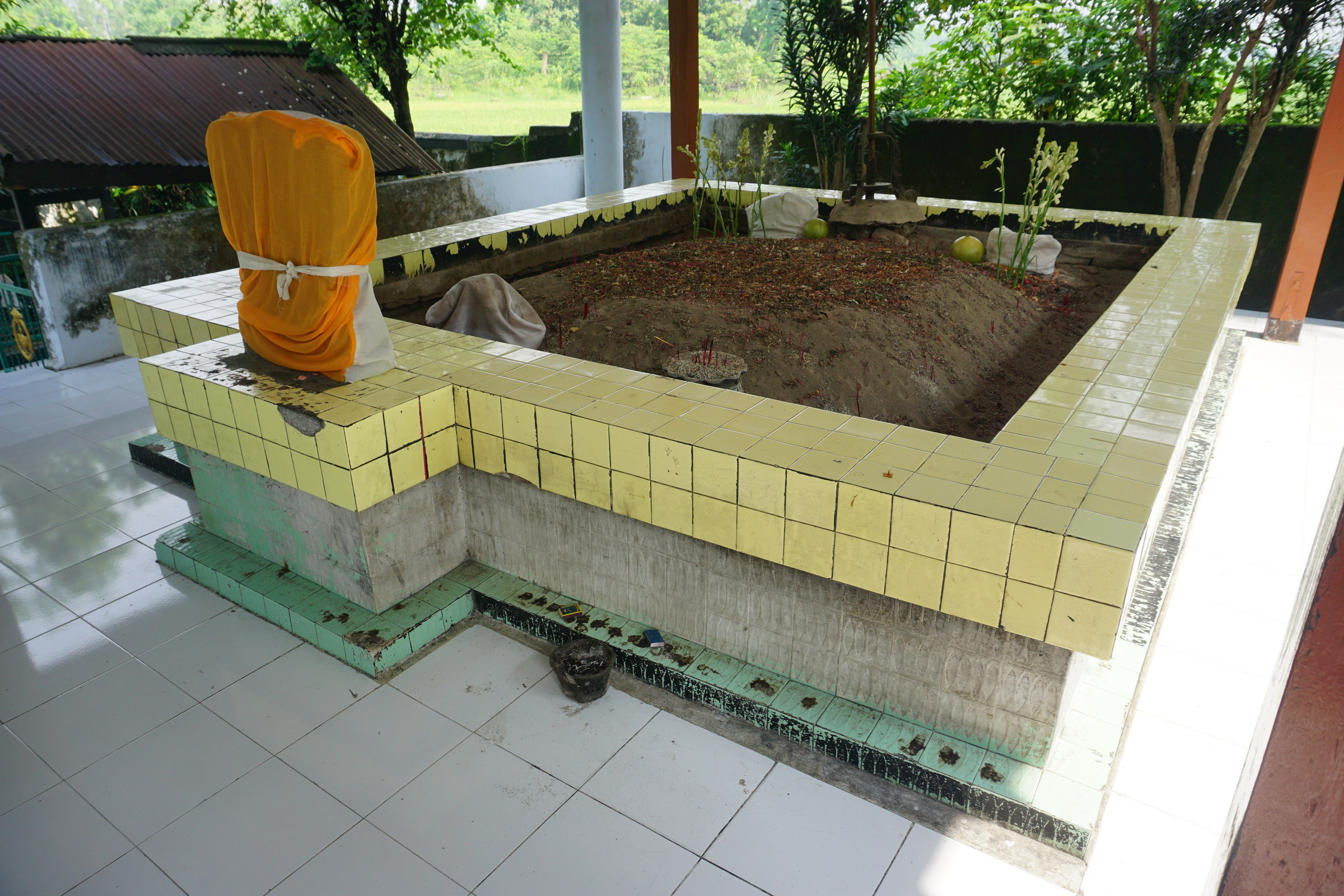 Tomb of Putri Cempo